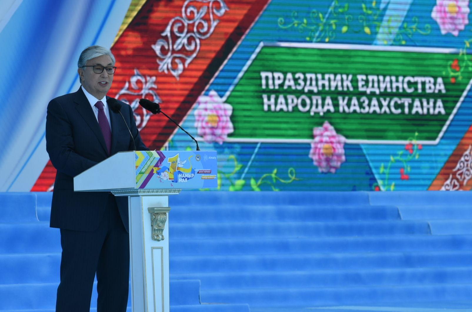 Президент Касым-Жомарт Токаев принимает участие в массовых гуляниях, посвященных Дню единства народа Казахстана