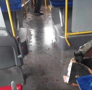Алматыда құдықтың қақпағы автобусты тесіп өтті