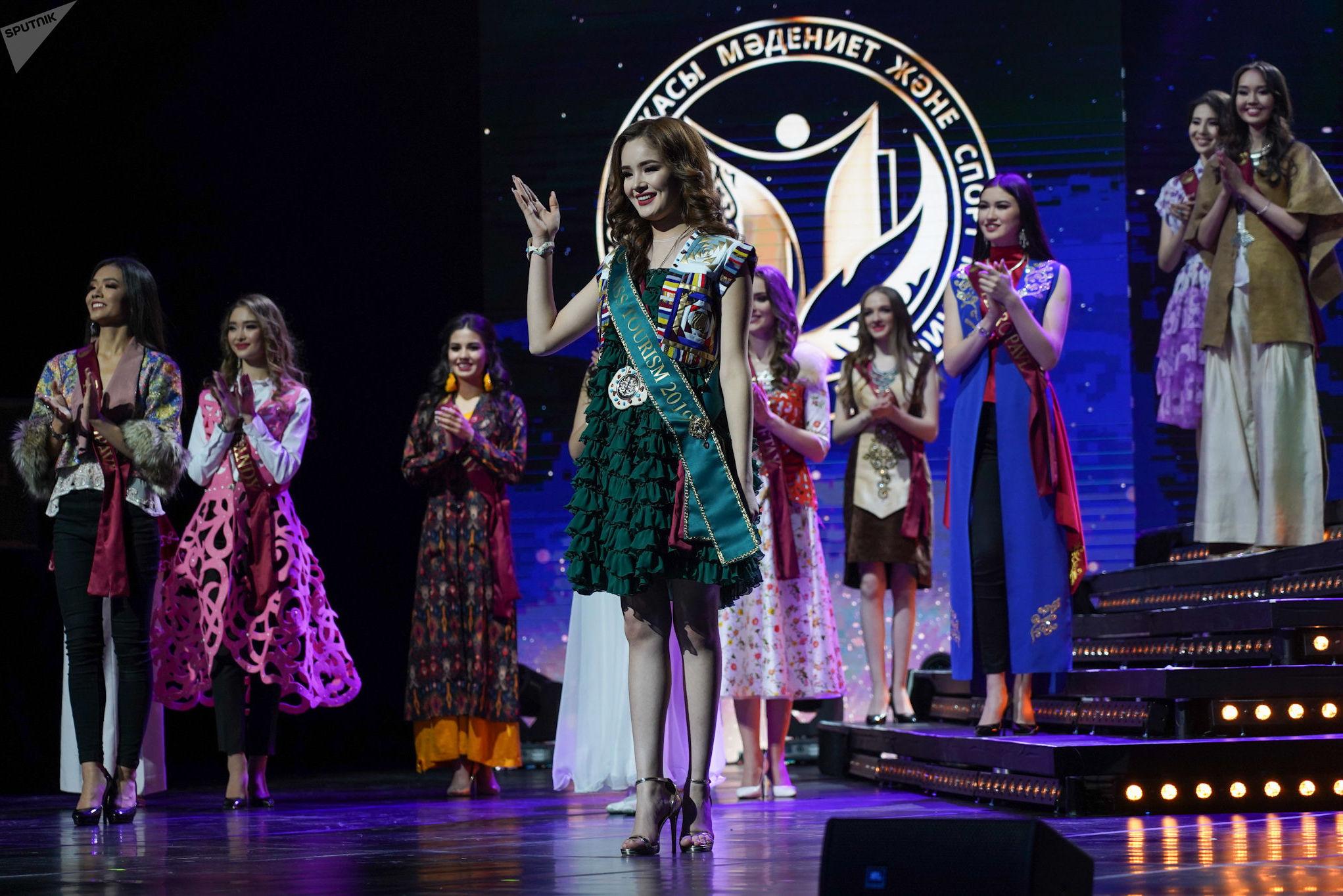 Финалистки конкурса Мисс Казахстан. Победительница в номинации Мисс туризм Балжанат Анас