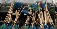 Метлы и веники, архивное фото