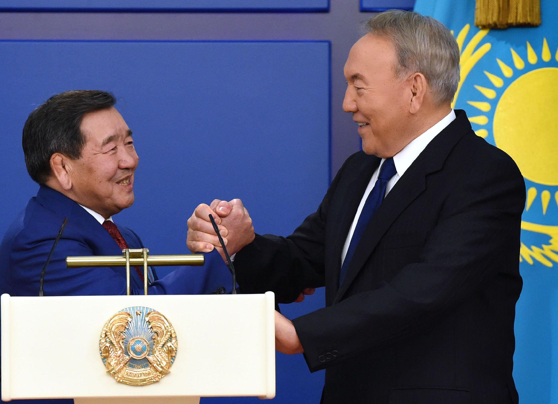 Президент Казахстана Нурсултан Назарбаев и  чемпион Олимпийских игр Жаксылык Ушкемпиров