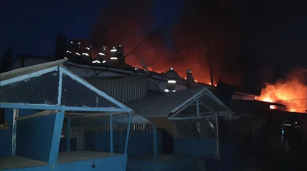Пожар на территории центрального рынка в Актобе