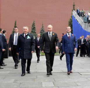 Первый Президент Казахстана Нурсултан Назарбаев посетил военный парад в Москве