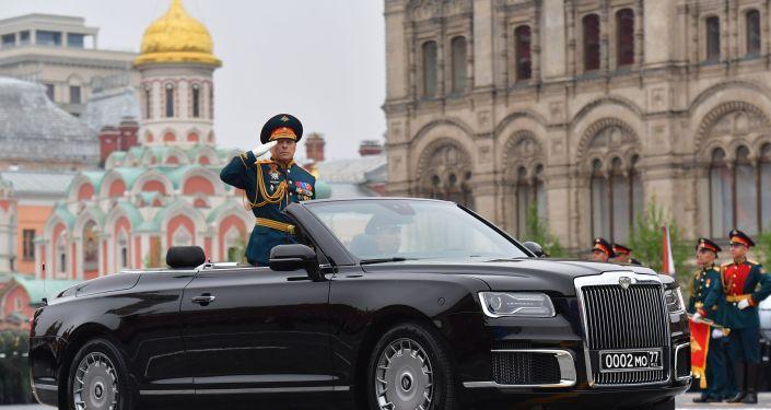 Главнокомандующий сухопутными войсками МО РФ генерал-полковник Олег Салюков на военном параде, посвящённом 74-й годовщине Победы в Великой Отечественной войне.