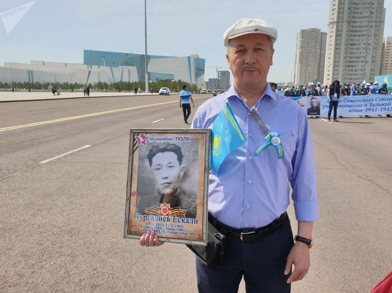 Участник акции Бессмертного полка Абушайым Нургалиев