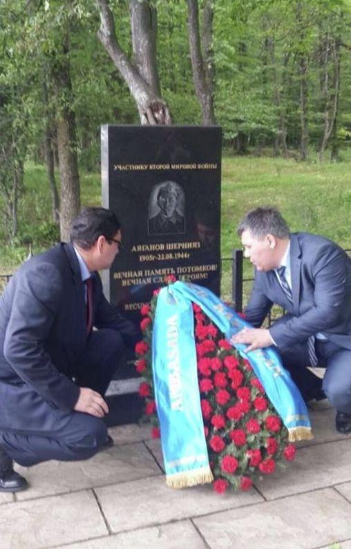 Памятник солдату Шерниязу Аяганову в Румынии (село Струнга)