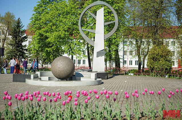 Стела воинов-казахстанцев в Минске