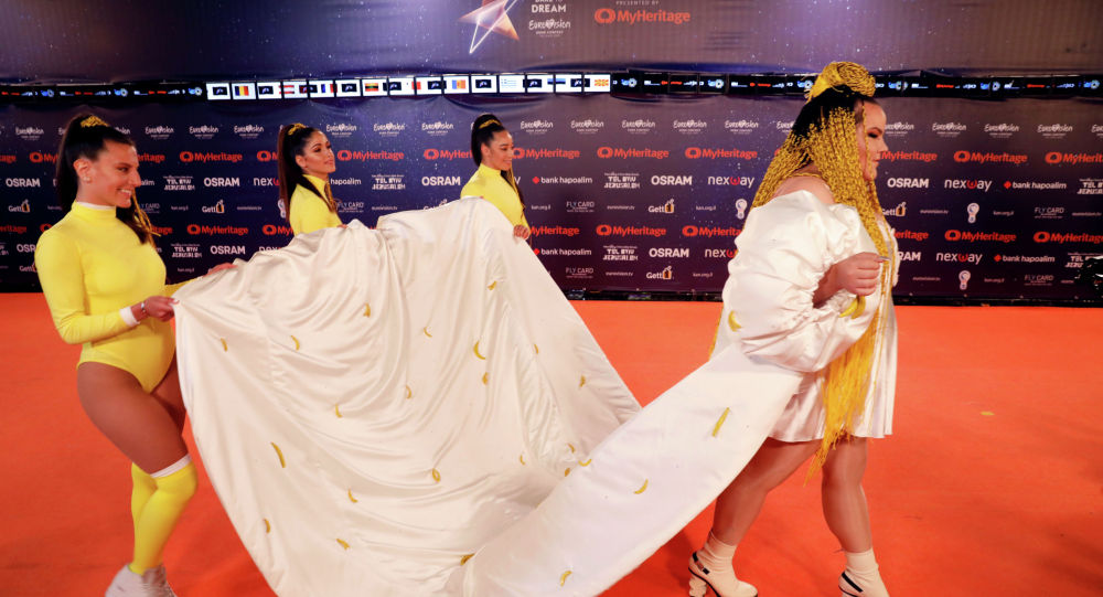Прошлогодний победитель конкурса Евровидения, израильская певица Нетта Барзилай принимает участие в церемонии открытия Orange Carpet конкурса в Тель-Авиве, Израиль