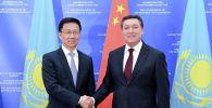 Премьер-министр Аскар Мамин и заместитель премьера Госсовета КНР Хань Чжэн