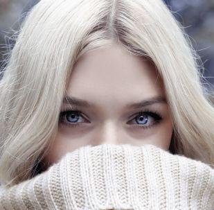 Голубоглазая блондинка, иллюстративное фото