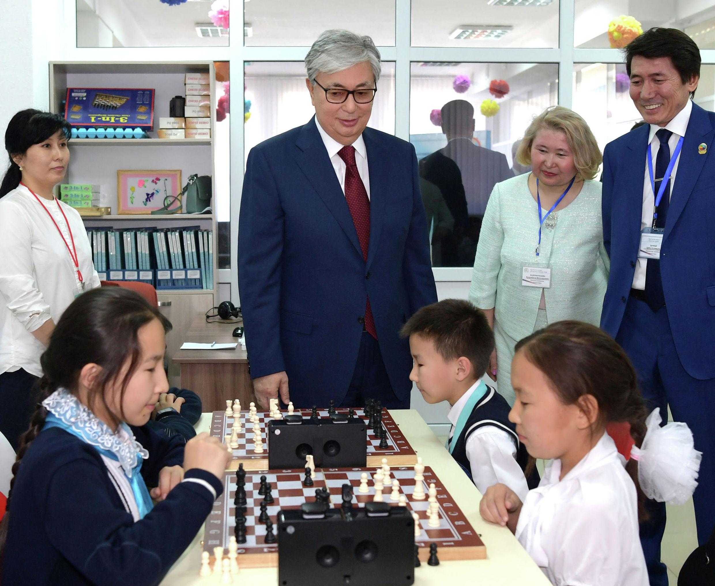 Президент Казахстана Касым-Жомарт Токаев посетил столичную школу-гимназию №68