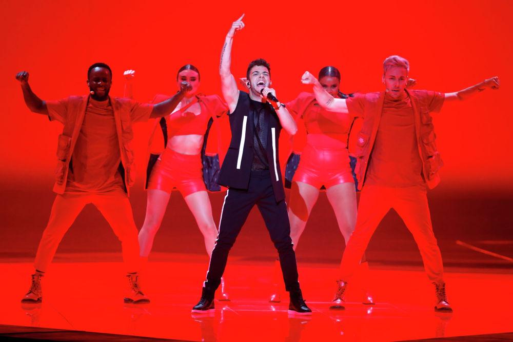 Певец Лука Хённи (Швейцария) в финале международного конкурса Евровидение-2019