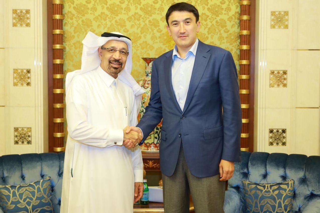 Вице-министр энергетики Магзум Мирзагалиев (справа) и министром энергетики Саудовской Аравии Халид Аль-Халиф