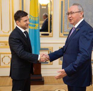 Сенат вице-спикері Бектас Бекназаров пен Украина президенті Владимир Зеленский