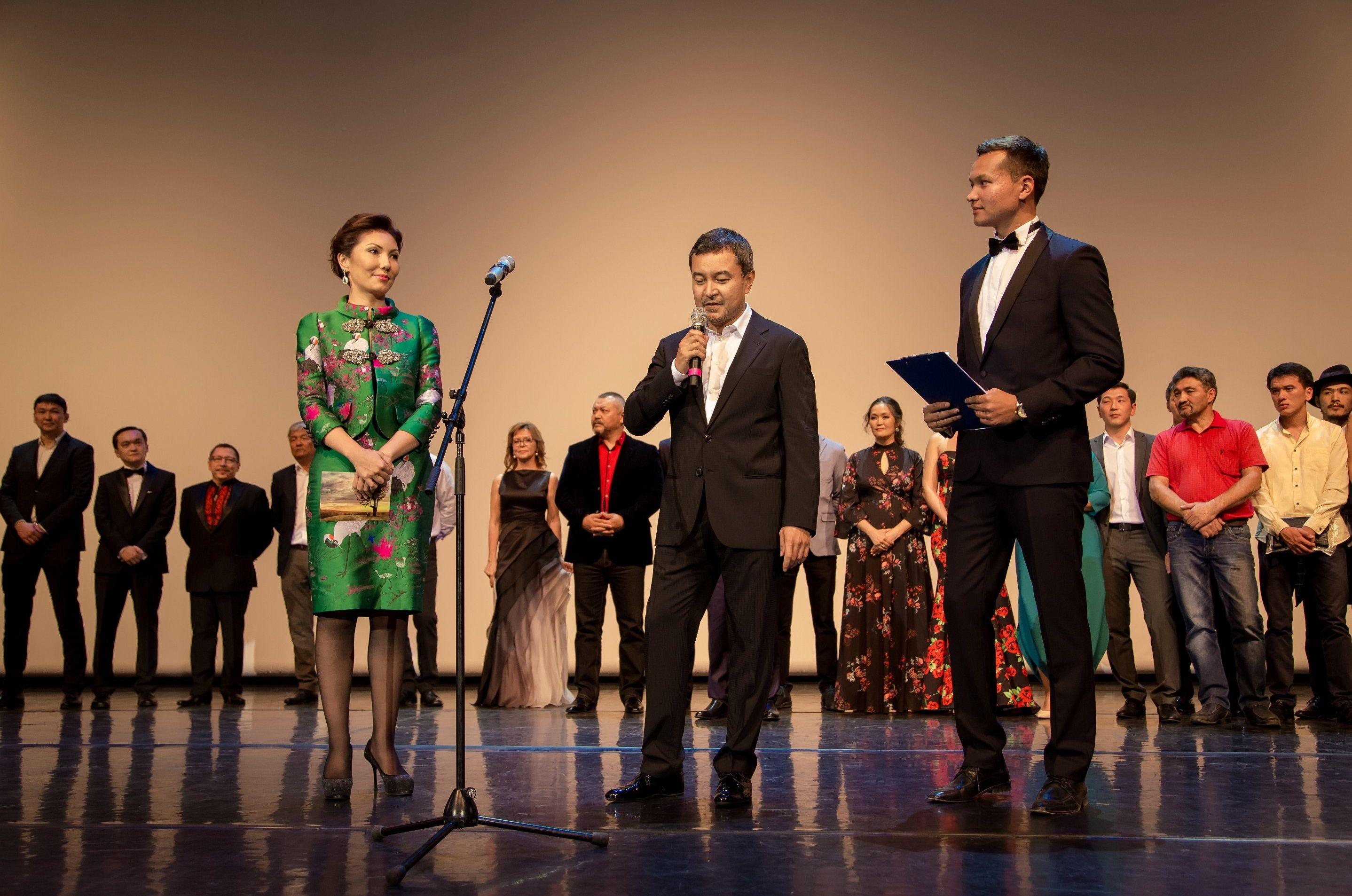 Алия Назарбаева на премьере фильма Дорога к матери в Алматы