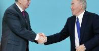 Елбасы Нурсултан Назарбаев обменивается рукопожатиями с президентом Касым-Жомартом Токаевым, архивное фото