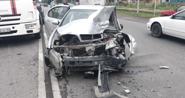 Автомобиль Nissan после столкновения с Газелью