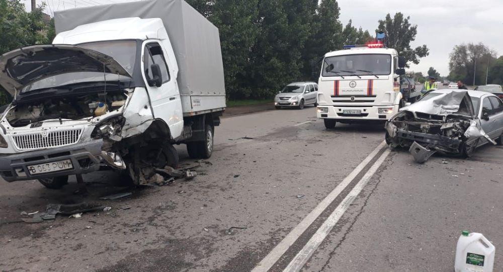 Оба автомобиля с места происшествия увозили с помощью эвакуатора