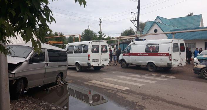 Микроавтобус и мини-грузовик столкнулись в мкр. Томирис