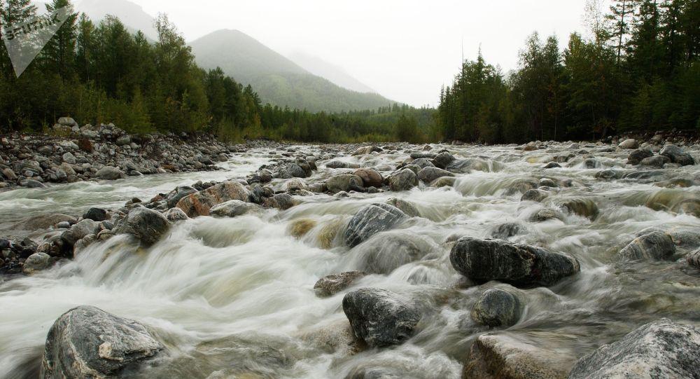 Горная река, архивное фото