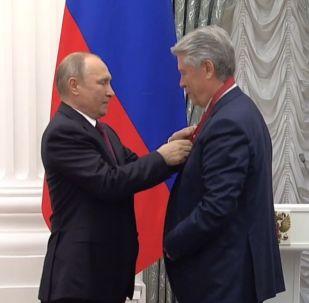 LIVE_СПУТНИК: Вручение государственных наград выдающимся россиянам и иностранным гражданам в Кремле