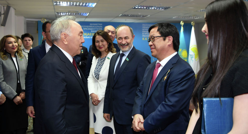 Нұрсұлтан Назарбаев Nur Otan партиясының сайлауалды штабына барды