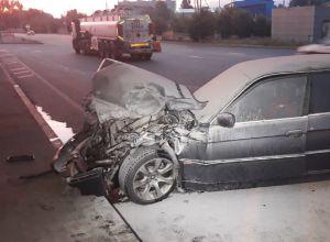 Автомобиль врезался в бензовоз