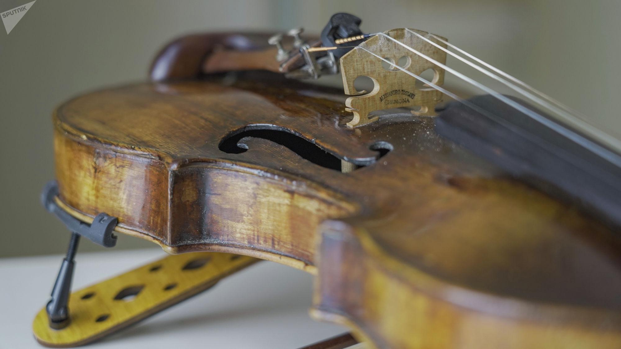 Скрипка, изготовленная в 1685 году известным итальянским мастером Джозефом Гварнери