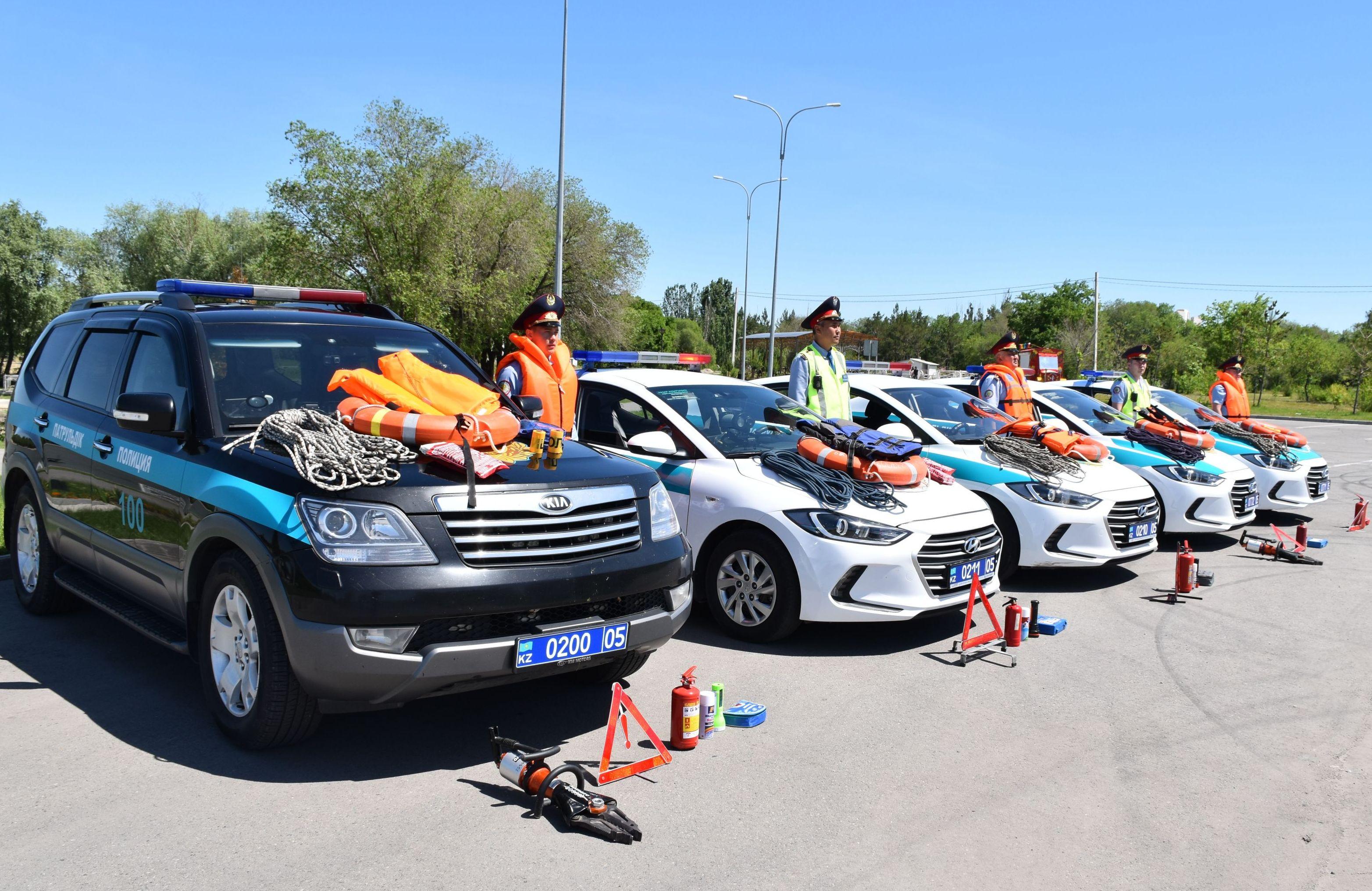 Полицейские автопатрули Алматинской области укомплектовали спасательными жилетами, альпинистской веревкой, противопожарной защитой