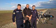 Спасатели СКО помогли байкеру из Венгрии Яношу Гаражски