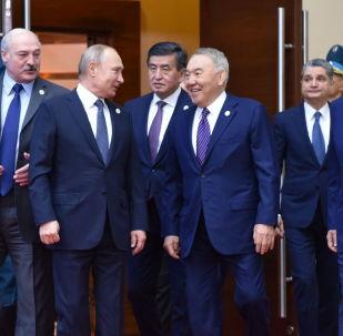 Главы ЕАЭС и Первый президент Казахстана - Елбасы Нурсултан Назарбаев перед заседанием ВЕЭС