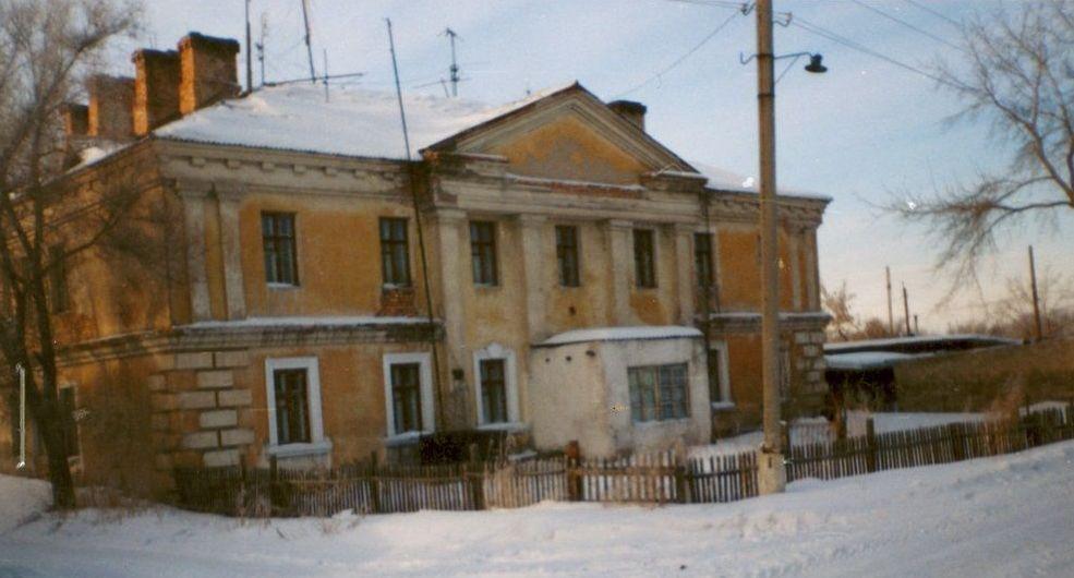 Здание жилого дома для служащих администрации Карлага