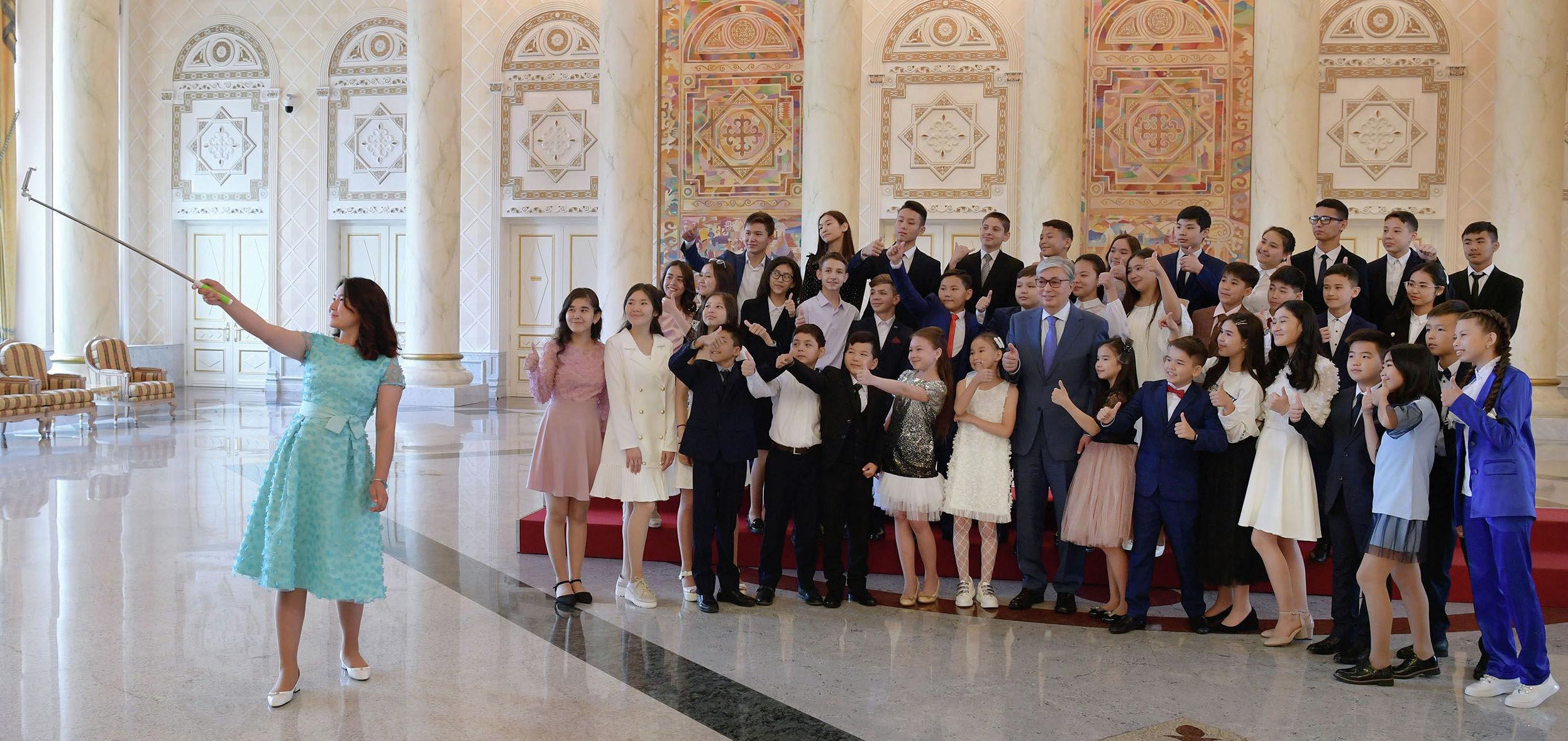 Президент Казахстана Касым-Жомарт Токаев на встрече с победителями международных и республиканских олимпиад