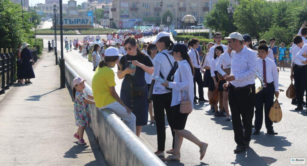 1 июня в Атырау: 22 ребенка получили тепловой удар на параде