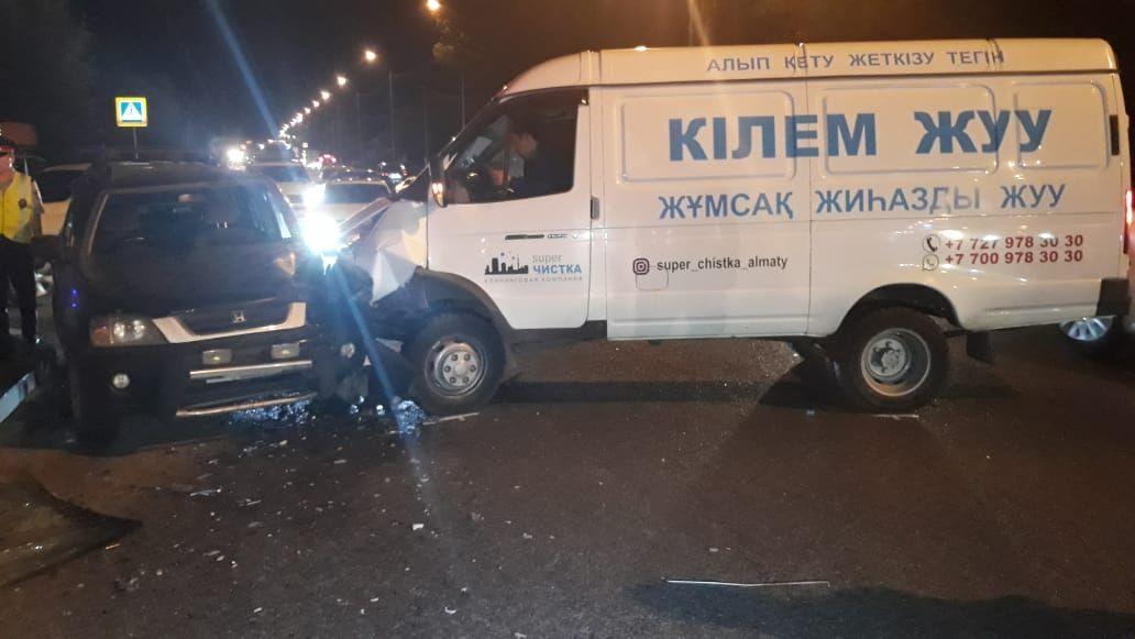 ГАЗель врезалась в Хонду на ул. Шемякина