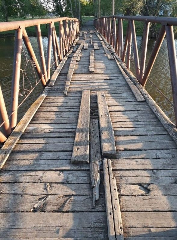 Аварийный мост в поселке Бидаик Уалихановского района Северо-Казахстанской области