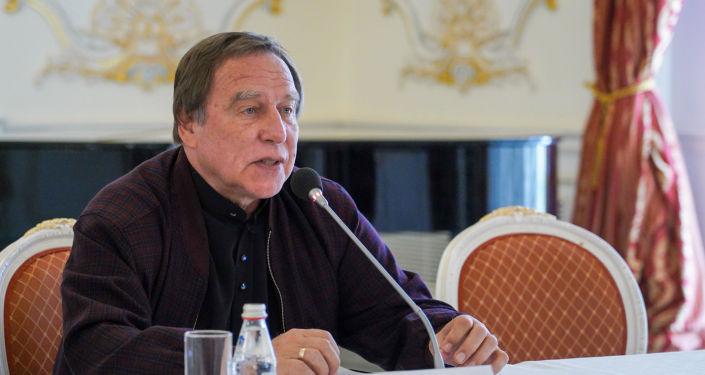 Художественный руководитель Санкт-Петербургского Дома музыки, народный артист России Сергей  Ролдугин