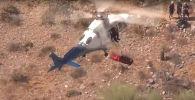 Спасение 74-летней женщины в Аризоне во время ветра на вертолете - видео