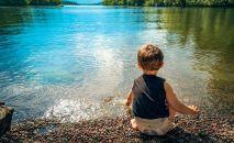 Мальчик на берегу