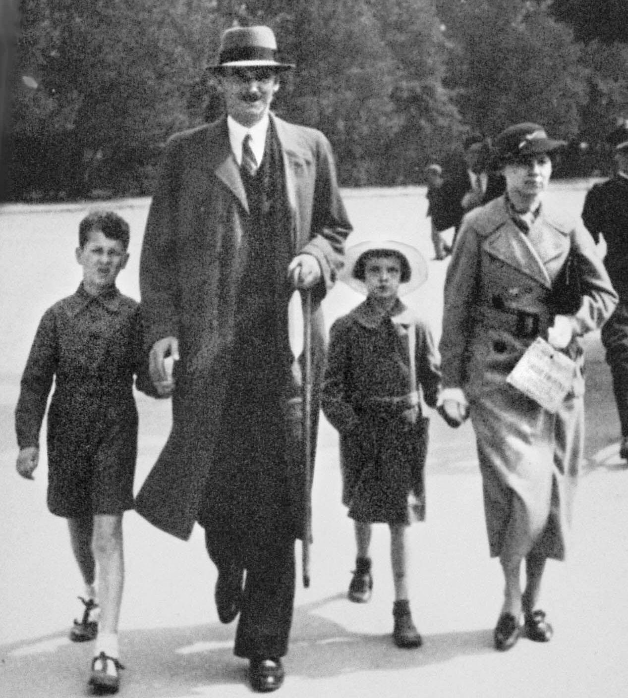 Воронцовы - Юра, отец, Вера и Н.Е.