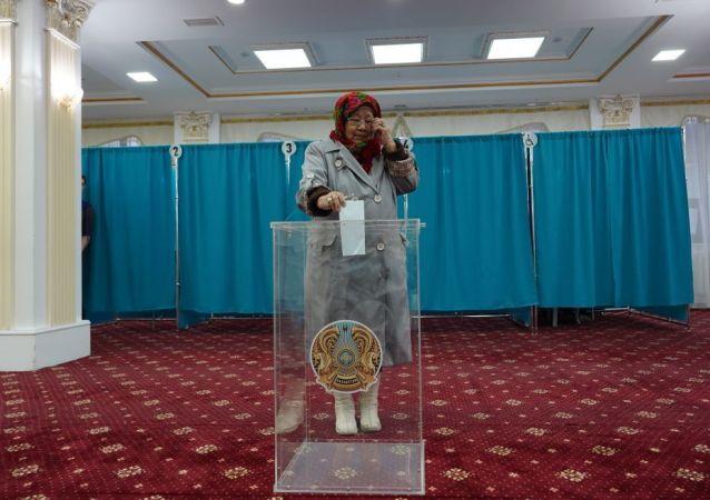 Ханшайым Кулжанкызы первой проголосовала на выборах