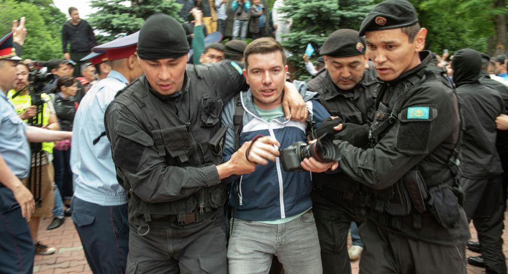 МВД: Девять журналистов задержали во время митингов
