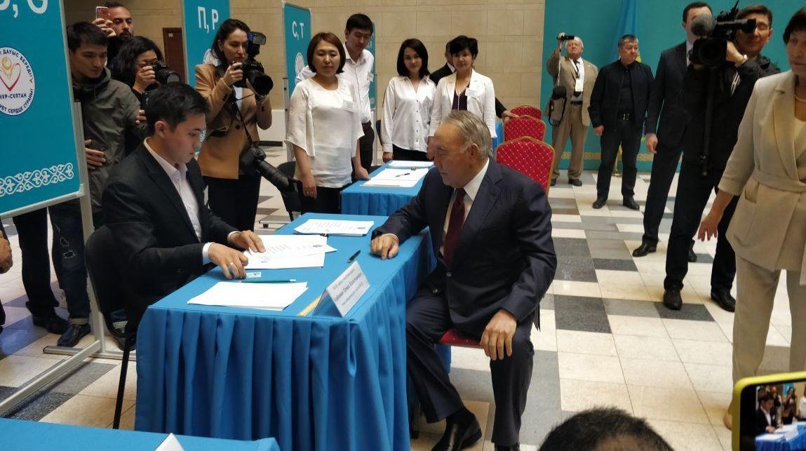 Назарбаев проголосовал на выборах президента Казахстана