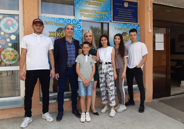 Самая многодетная армянская семья из Шымкента голосовать пришла в полном составе