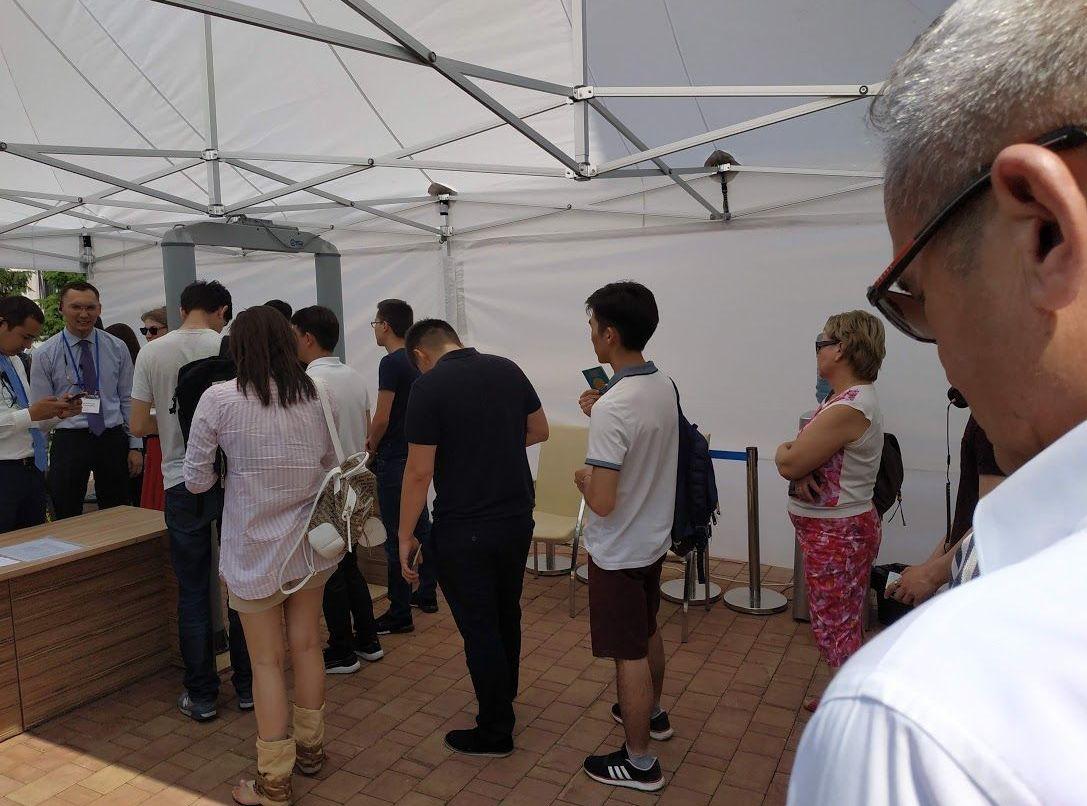 СтефаКазахстанцы голосуют в посольстве