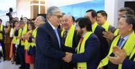 Қасым-Жомарт Тоқаев Exit PoII қорытындысын өзінің Nur Otan штабымен бірге тыңдады