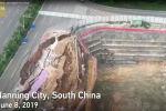 Қытайда қала ішіндегі жол ортасынан опырылып түсті – видео
