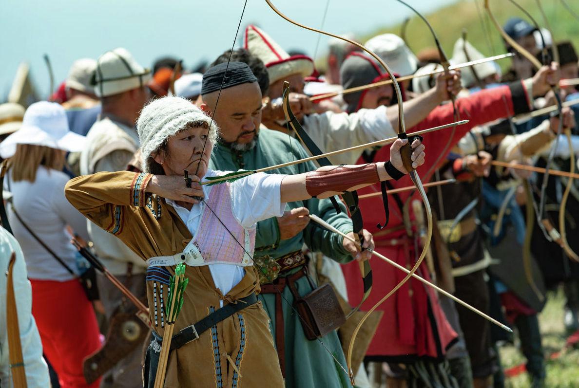 Турнир лучников на фестивале  Ұлы дала – көшпенділер әлемі