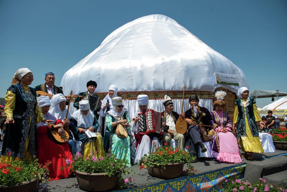 Ансамбль казахских национальных инструментов