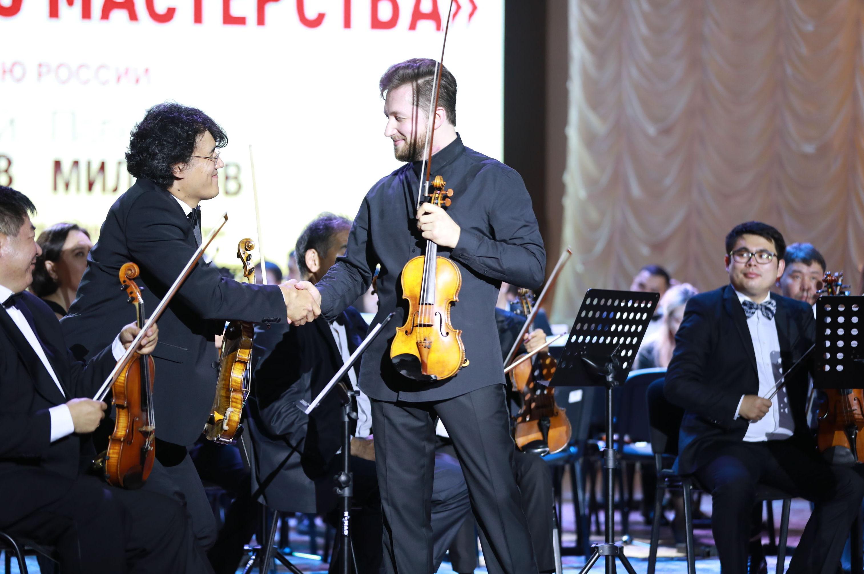 Музыканты во время праздничного концерта, посвященного Дню России